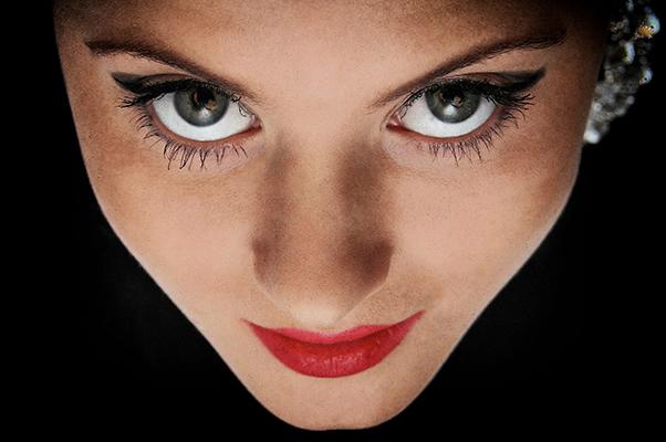 Kannst Du ihrem Blick standhalten?